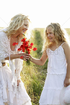 Grass : Girl gives woman flowers