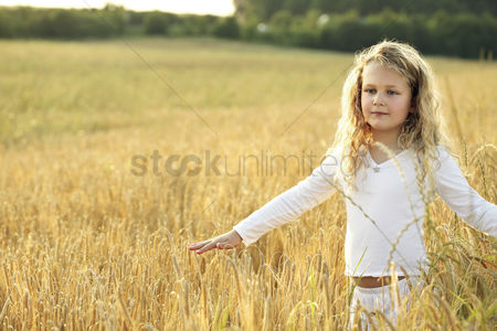 Grass : Girl opening arms