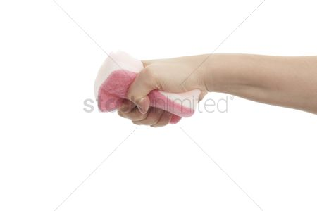 Grasp : Hand squeezing a kitchen sponge
