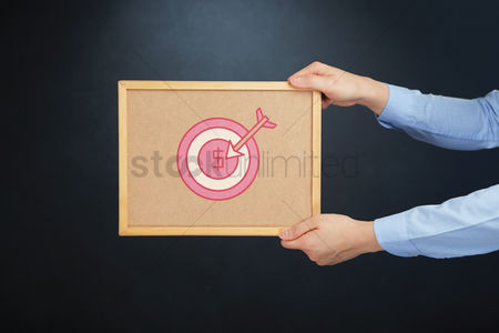 Cork board : Hands holding a board with target icon