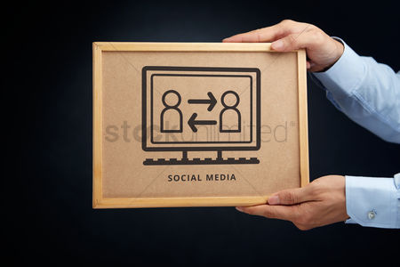 Cork board : Hands holding a cork board with social media concept