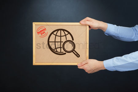 Cork board : Hands holding board with a global icon