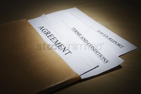 Business : Important documents in an envelope
