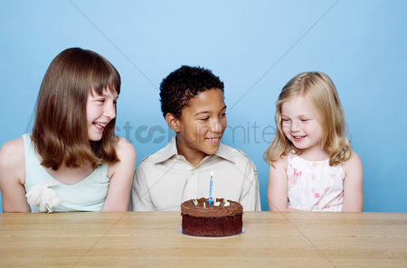 Celebrating : Kids celebrating birthday