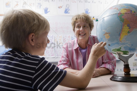 Schoolkids : Little boy learning geography