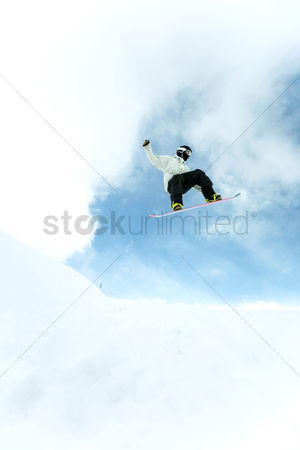 Sports : Male snowboarder in air