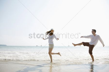 Relationship : Man and woman playing on beach