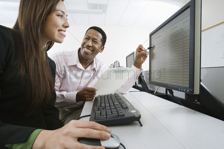 Assistance : Man and woman using computer together