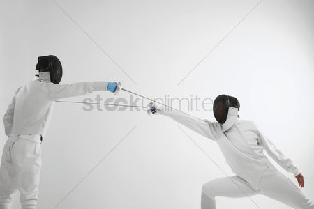 Fight : Man in fencing suit attacking his opponent