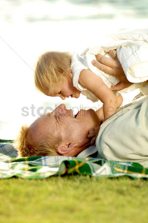 Outdoor : Man playing with his daughter