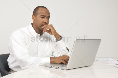 Contemplation : Man using a laptop