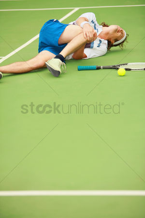 Pain : Man with knee injury while playing tennis