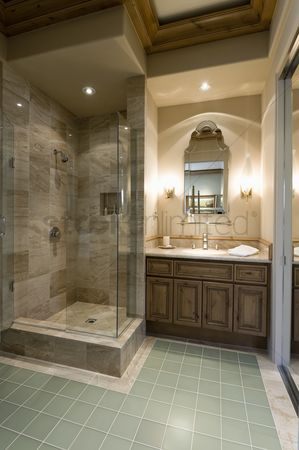 High ceiling : Marble shower cubicle with tiled green floor