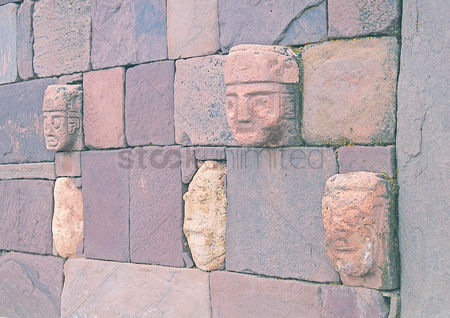 Sculpture : Masks in the wall