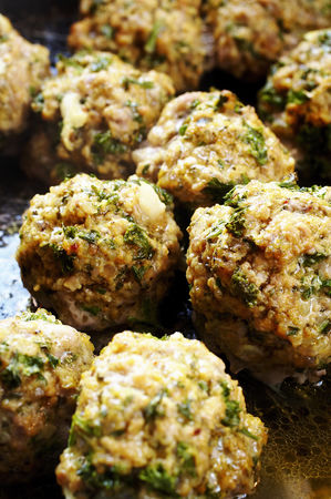 Ready to eat : Meatballs with herbs