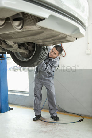 Fixing : Mechanic adjusting tire
