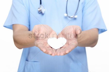Devices : Medical personnel showing a paper heart
