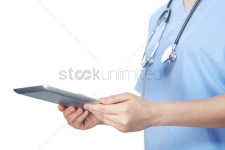 Connections : Medical personnel using a tablet