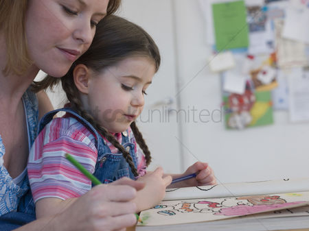 Daughter : Mother coloring with daughter