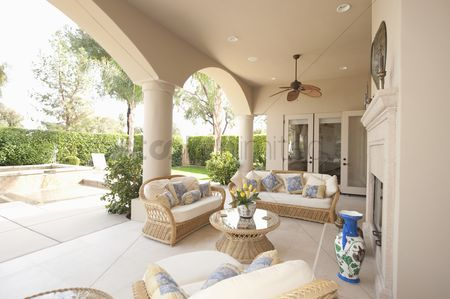 Furniture : Neutral outdoor room with cane furniture
