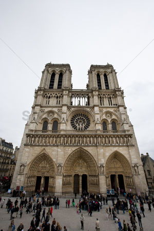 Attraction : Notre dame cathedral paris france