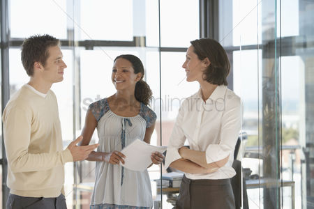 Office worker : Office workers in meeting