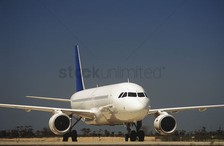 Transportation : Passenger jet on taxiway