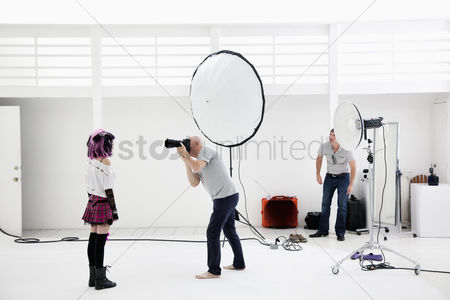 Arts : Photographer shooting fashion model in photo shoot