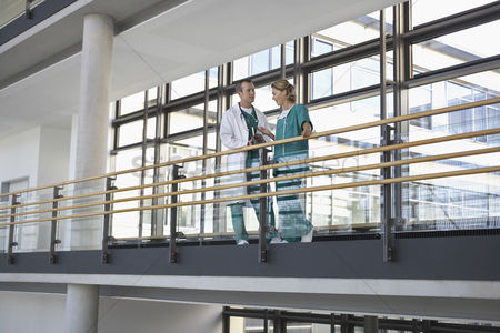 Expertise : Physicians talking on balcony