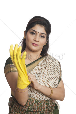 Housewife : Portrait of a woman wearing glove