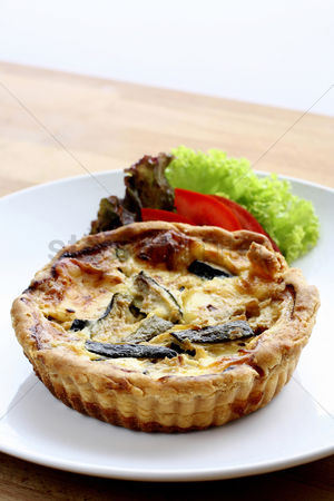 Ready to eat : Quiche and vegetables on a plate