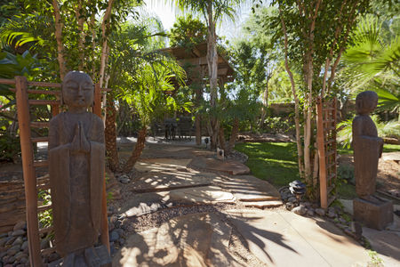 Religion : Relaxing garden with buddhist statues