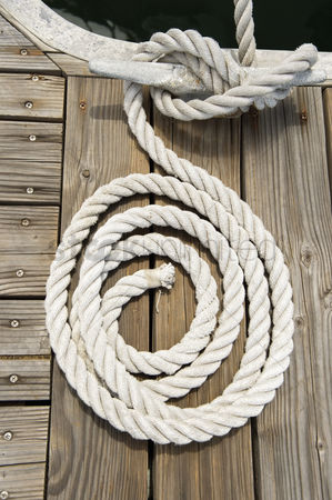 Rope : Rope of boat tied to a jetty cleat