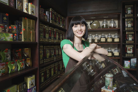 Food  beverage : Salesperson in tea shop