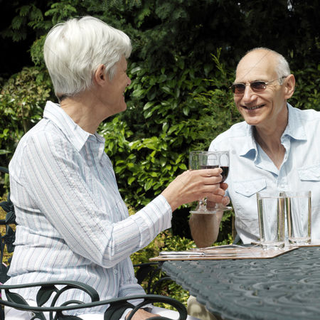 Toasting : Senior couple enjoying red wine