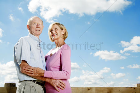 Contemplation : Senior couple hugging