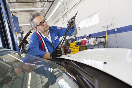 Land : Senior mechanic working on windshield wipers