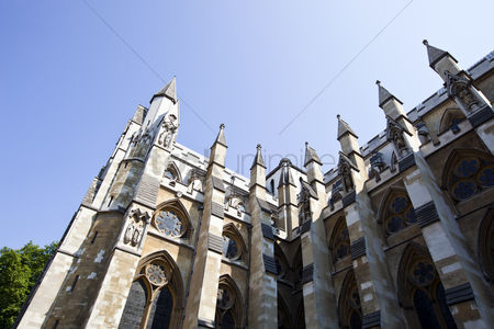 Land : Side view of westminster abbey and blue sky