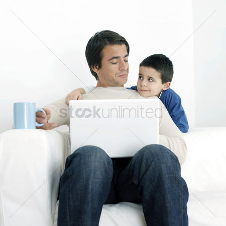Notebook : Son watching father using laptop