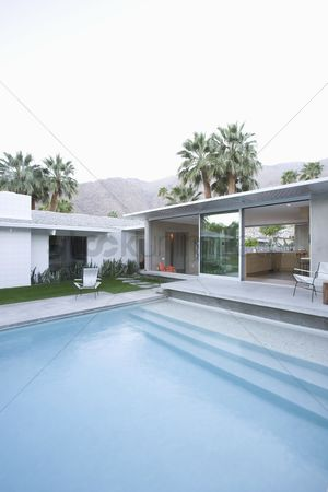 Steps : Split level poolside area palm springs
