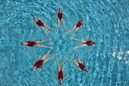 Swimmer : Synchronised swimmers form a star