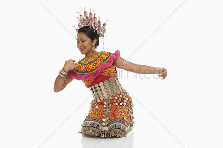 Dance : Talented woman in an iban traditional clothing dancing