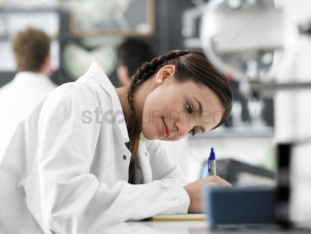 High school : Teenager writing in science class