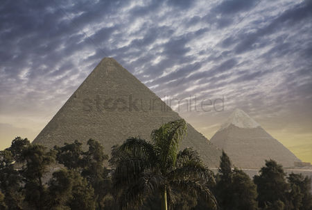 Moody : The great pyramids