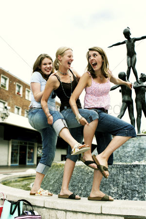 Dance : Three girls having fun