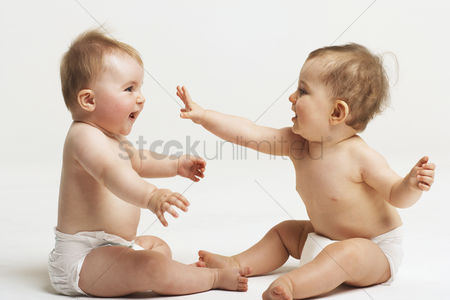 Children playing : Two babies playing