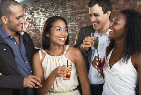 Curly hair : Two couples holding drinks standing in bar