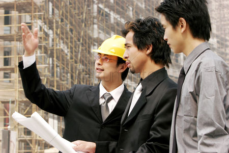 Vision : Two men and an architect at the construction site
