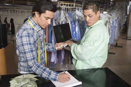 Notepad : Two men working in the laundrette