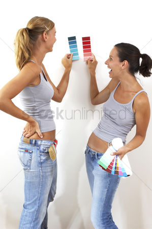 Selection : Two women comparing their selected colour cards